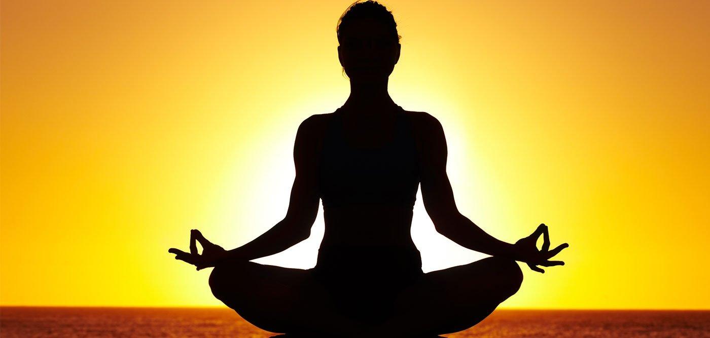 ¿Cansado? Conoce las mejores posturas de yoga para la relajación