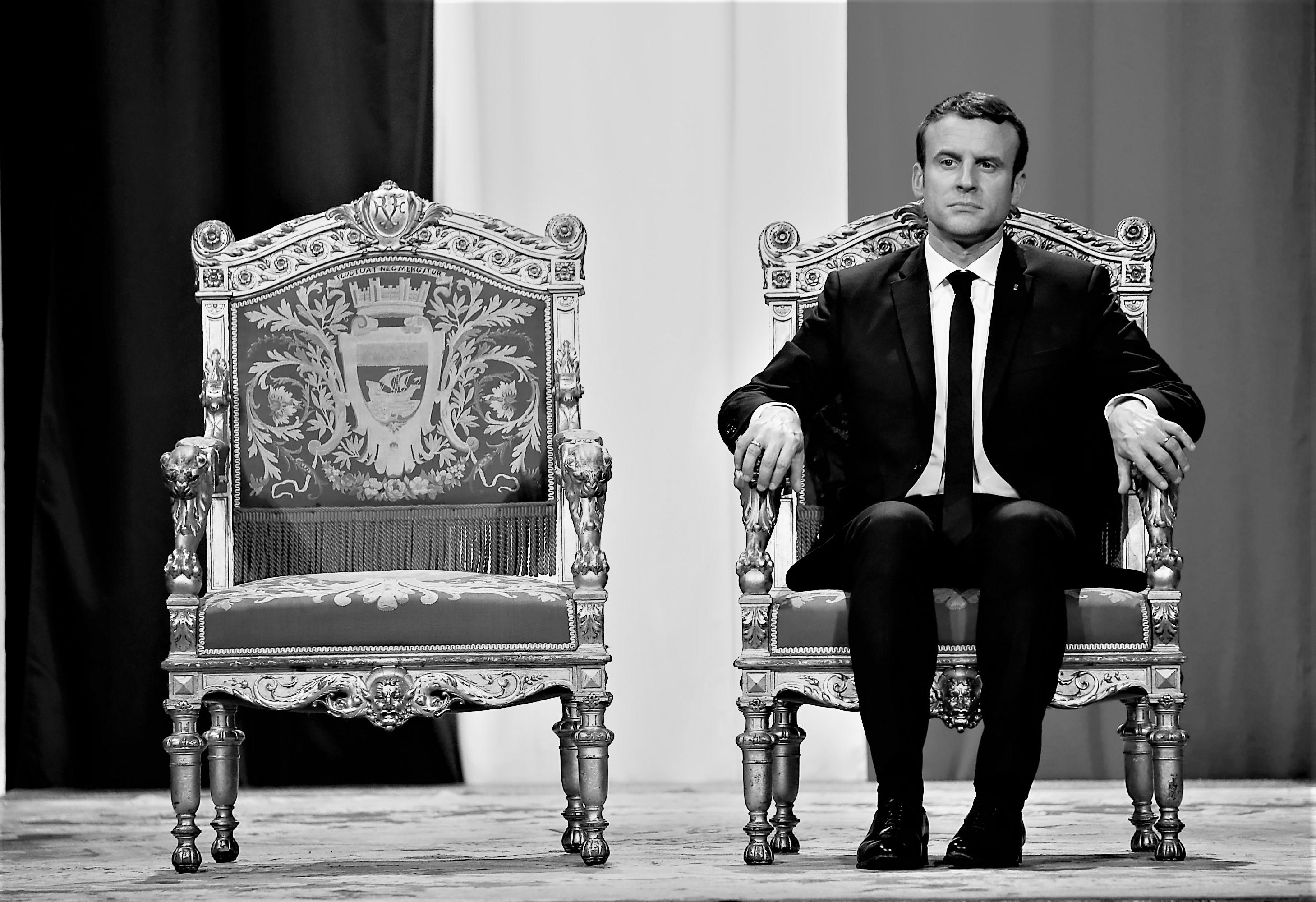 Los pecados de Macron: La caída en picada de su popularidad y la crisis política en Francia