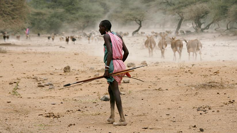 (Foto) Un guardabosques fue atacado con una flecha que atravesó su mejilla en Kenia
