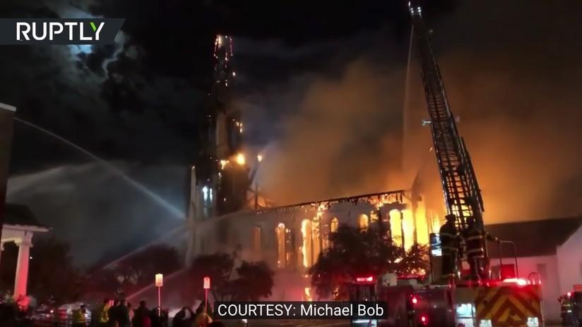 (Vídeo) Un rayo cae sobre una iglesia y la convierte en polvo en los Estados Unidos