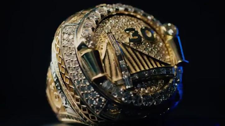 Warriors celebra su título con anillos reversibles con zafiros y diamantes
