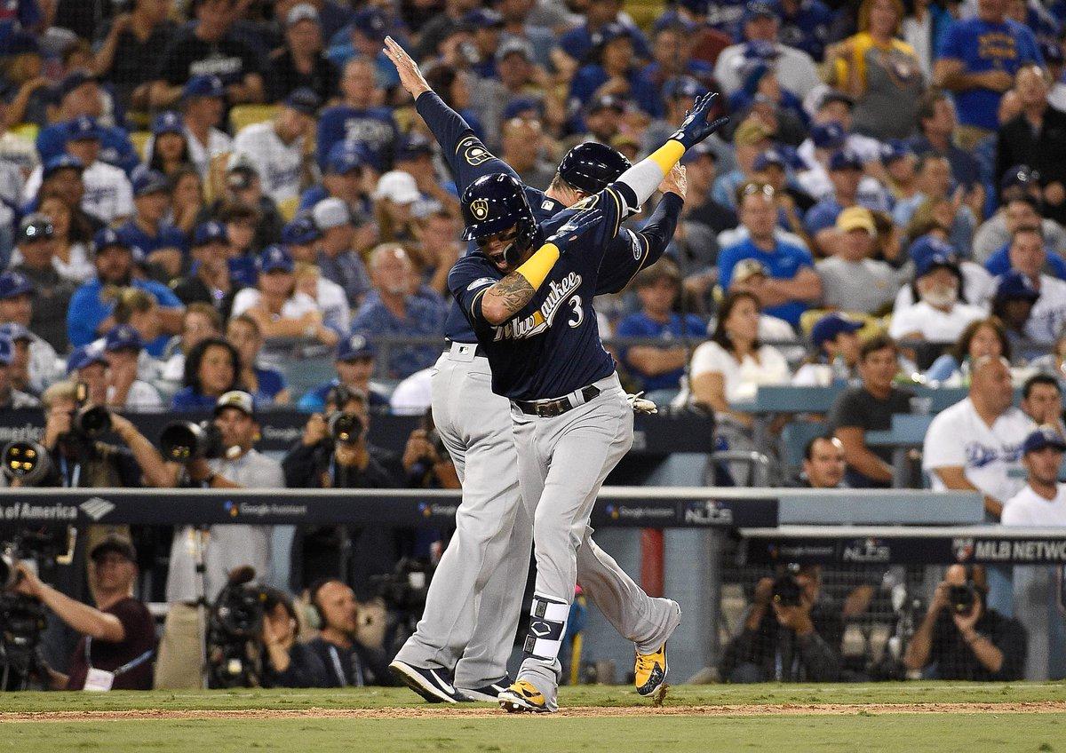 Cerveceros vencen a los Dodgers