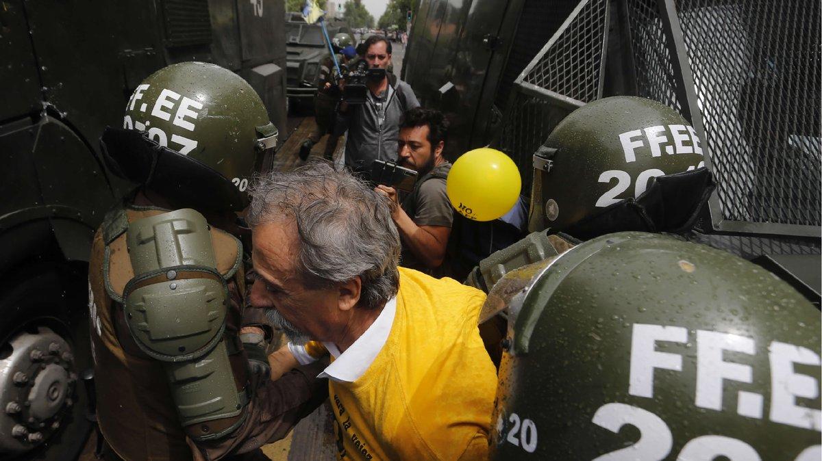 Marcha contra las AFP en Santiago: Trece detenidos y un llamado a huelga general