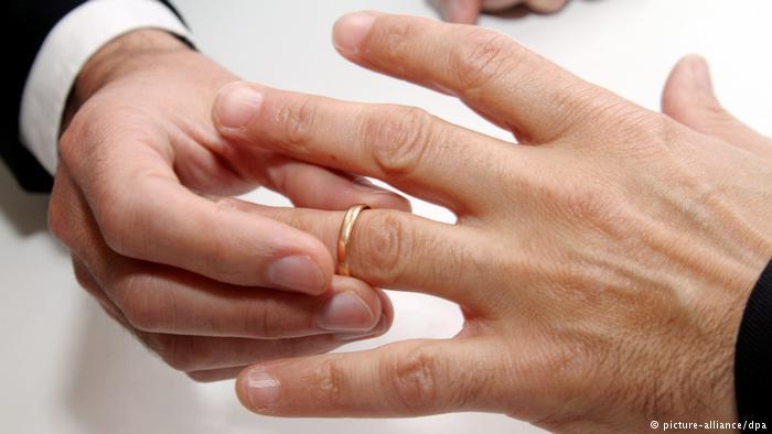 """Rumanos dijeron """"no"""" a la abolición del matrimonio gay"""