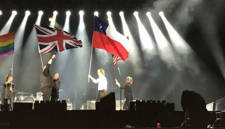 Paul McCartney alzó la bandera de Chile como la de Texas en un concierto