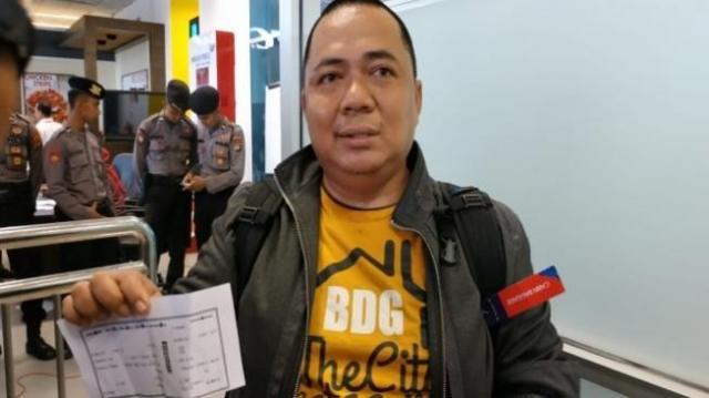 Se salvó de morir en tragedia de avión indonesio por quedar atrapado en tráfico de Yakarta