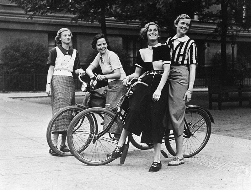 Médicos del siglo XIX inventaron enfermedad para disuadir a mujeres a montar en bicicleta