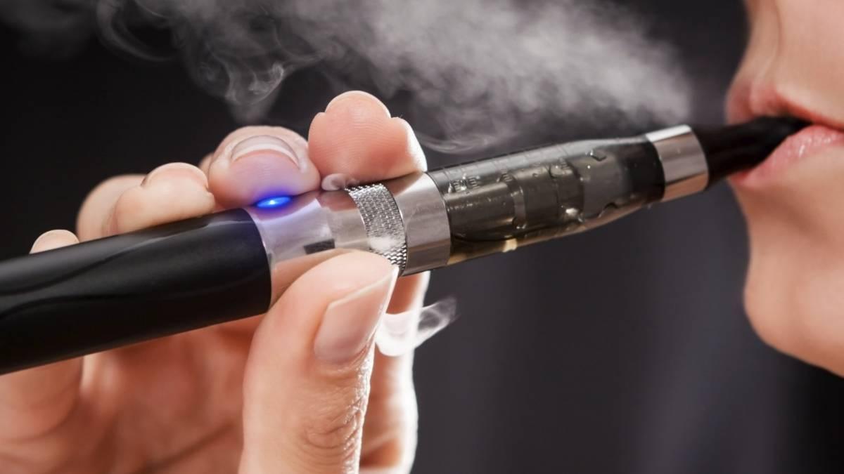 Activistas rusos proponen prohibir uso de cigarros electrónicos en cafeterías