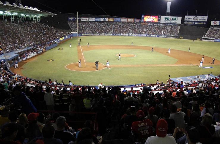 Sustitución de luminaria completará arreglos en estadio de Barquisimeto para Serie del Caribe