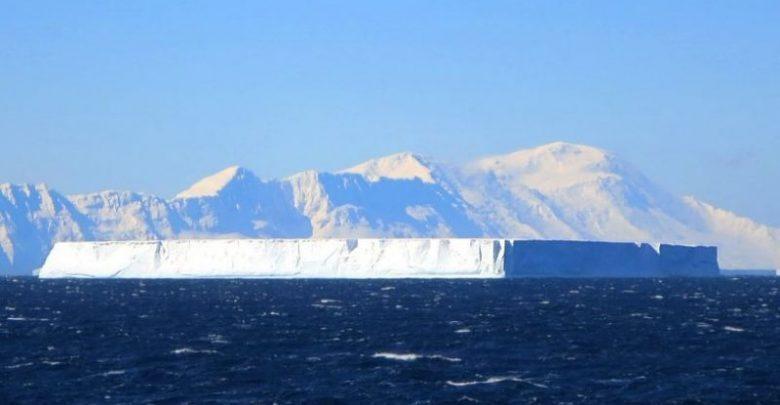 Hallan icebergs rectangulares que parecieran creados por extraterrestres