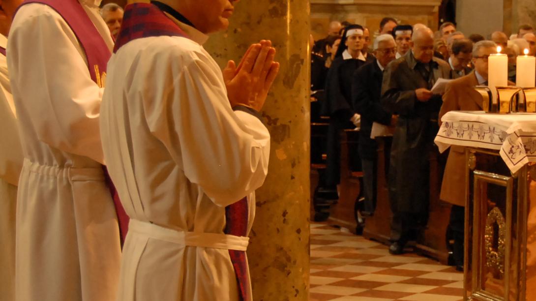 Obispado prohíbe ejercicio público a sacerdote de Casablanca acusado de abusos sexuales