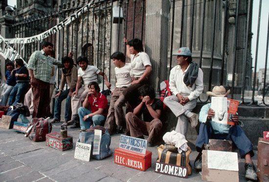 Precariedad laboral en México afecta a jóvenes, mujeres e indígenas