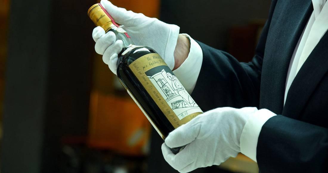 Pagan más de un millón de dólares por una botella de whisky