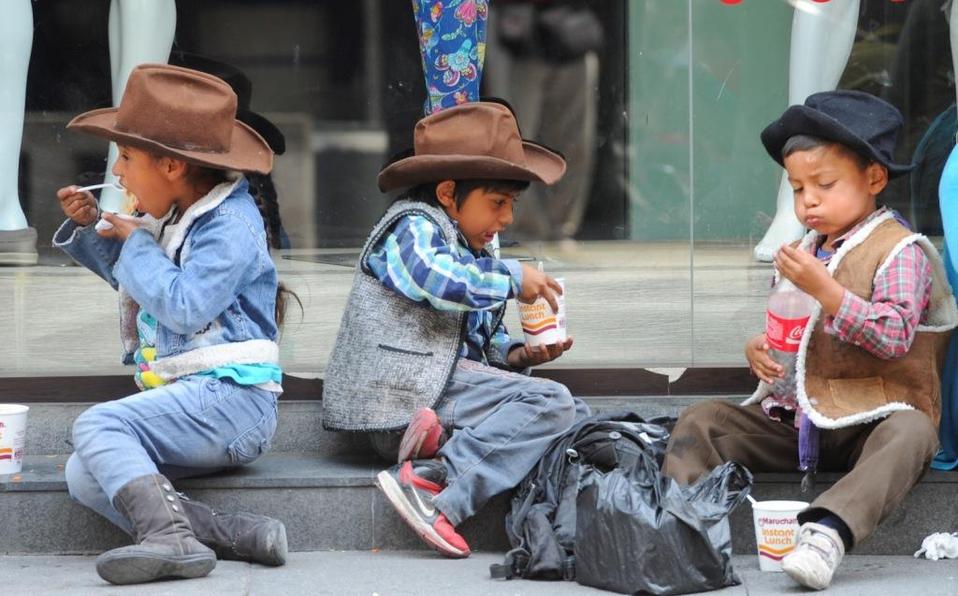 Desaparecen tres niños indígenas que vendían tamales en México