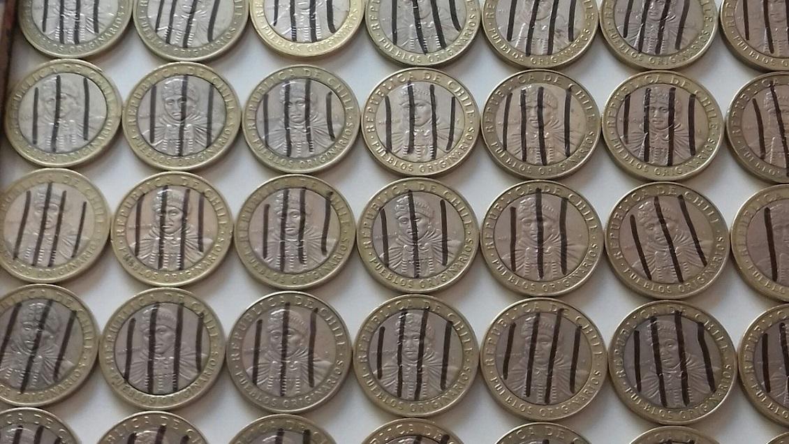 """""""Monedas de la libertad"""": La campaña que invita a dibujar líneas negras en la moneda de $100"""