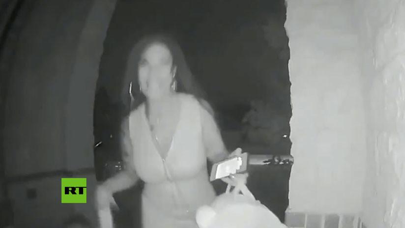 (Video) Abandonó a un niño de dos años en la puerta de unos desconocidos