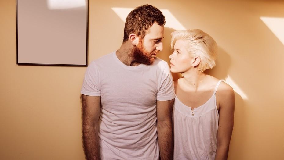 Psicóloga explica por qué algunas parejas  deciden vivir en casas separadas