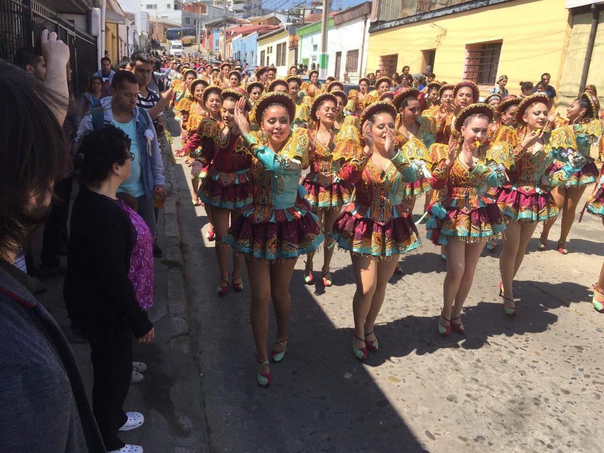 Valparaíso: Pasacalles barriales mantienen vivo al Carnaval de los Mil Tambores
