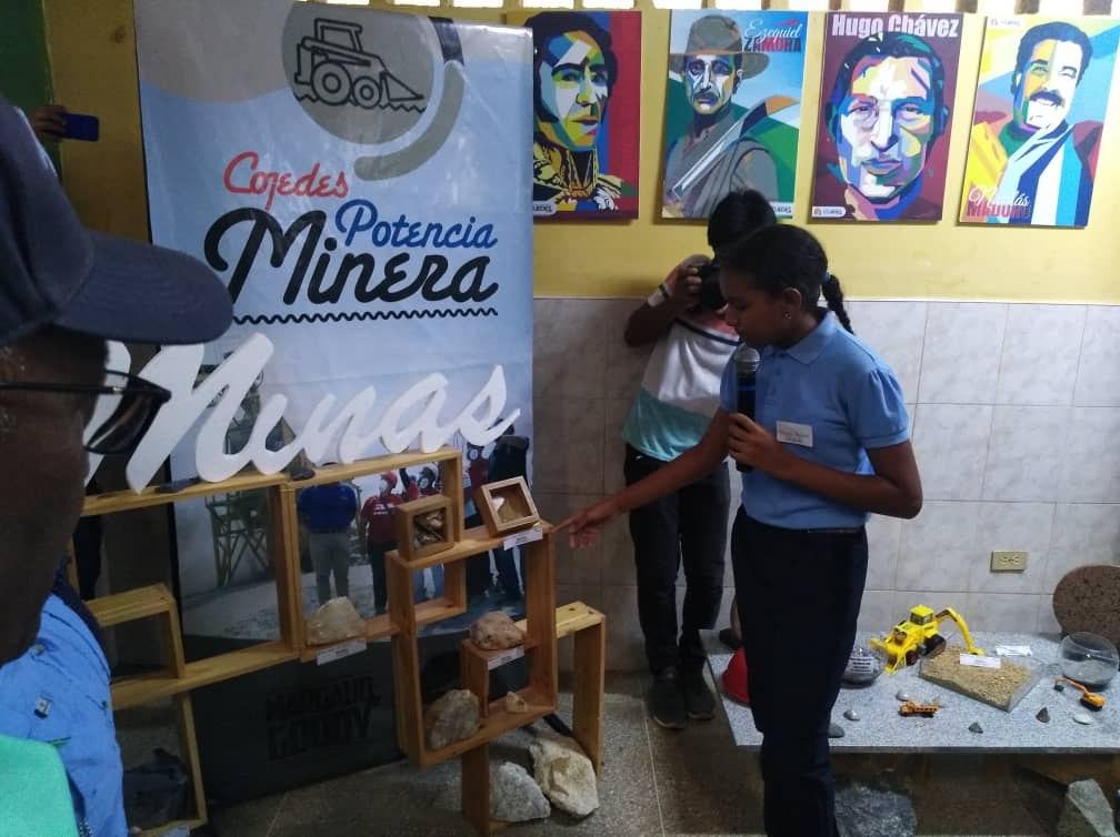 Venezuela: Escuelas Técnicas trabajarán para las comunidades