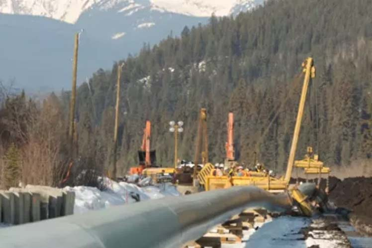 Indígenas canadienses aceptan diálogo sobre ampliación del oleoducto Trans Mountain