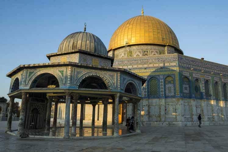 Provocación: israelíes entran de manera violenta a templo palestino violando las normas religiosa palestina