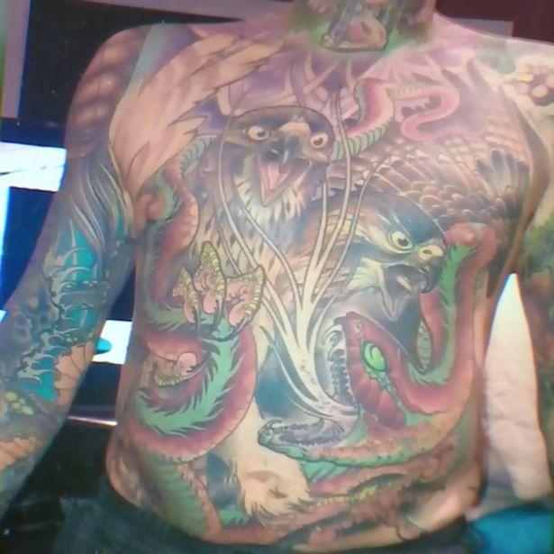 Viuda depellejó a su esposo para preservar sus tatuajes y exhibirlos en su negocio