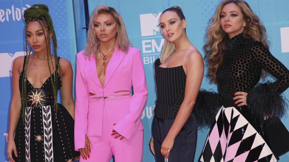 Las «Little Mix» posan sin ropa y muestran su cuerpo lleno de insultos