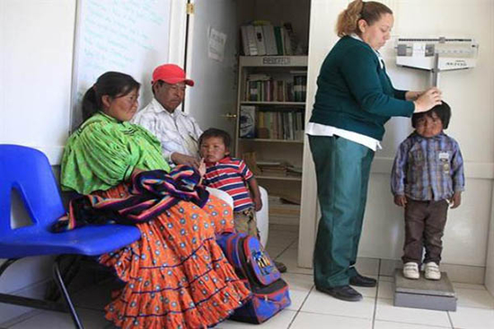 (Video) Enfermeras bilingües en México logran que los indígenas acudan al médico
