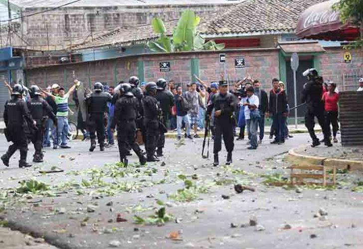 Realizan ceremonia de despedida de vendedor asesinado en enfrentamientos en El Salvador