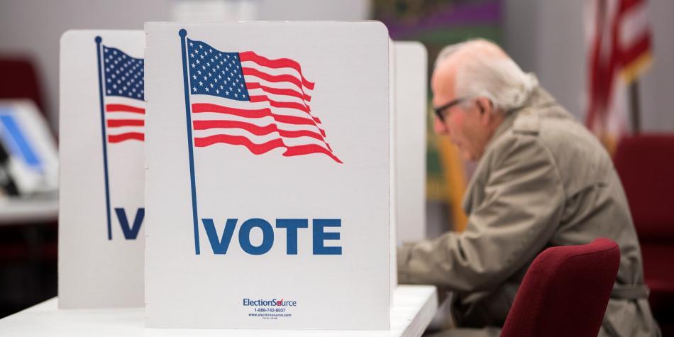 Cartero en EE.UU. enfrenta hasta 5 años de cárcel y una multa de más de 200 mil dólares por botar en la papelera boletas electorales