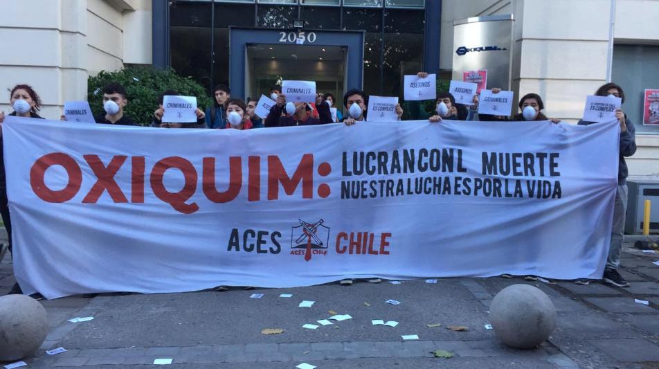 Secundarios se encadenan en oficinas de Oxiquim en la antesala de movilización nacional #NoMásZonasDeSacrificio