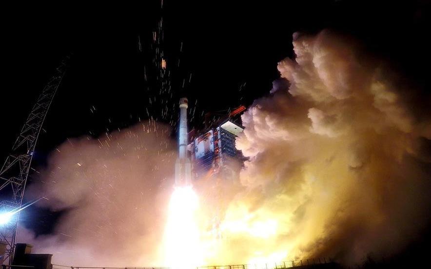 (Fotos) China lanzó los dos últimos satélites de su sistema de posicionamiento global