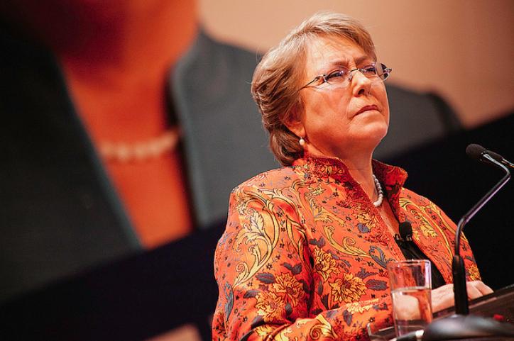 """Bachelet pide """"investigación profunda"""" en caso Catrillanca pero su pasado la condena"""