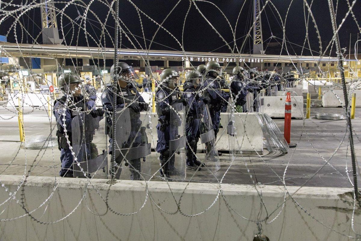 EE. UU. bloquea el acceso a migrantes centroamericanos en San Diego