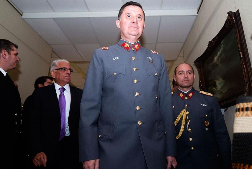 Denuncian que escoltas de comandante en jefe del Ejército golpearon a periodistas