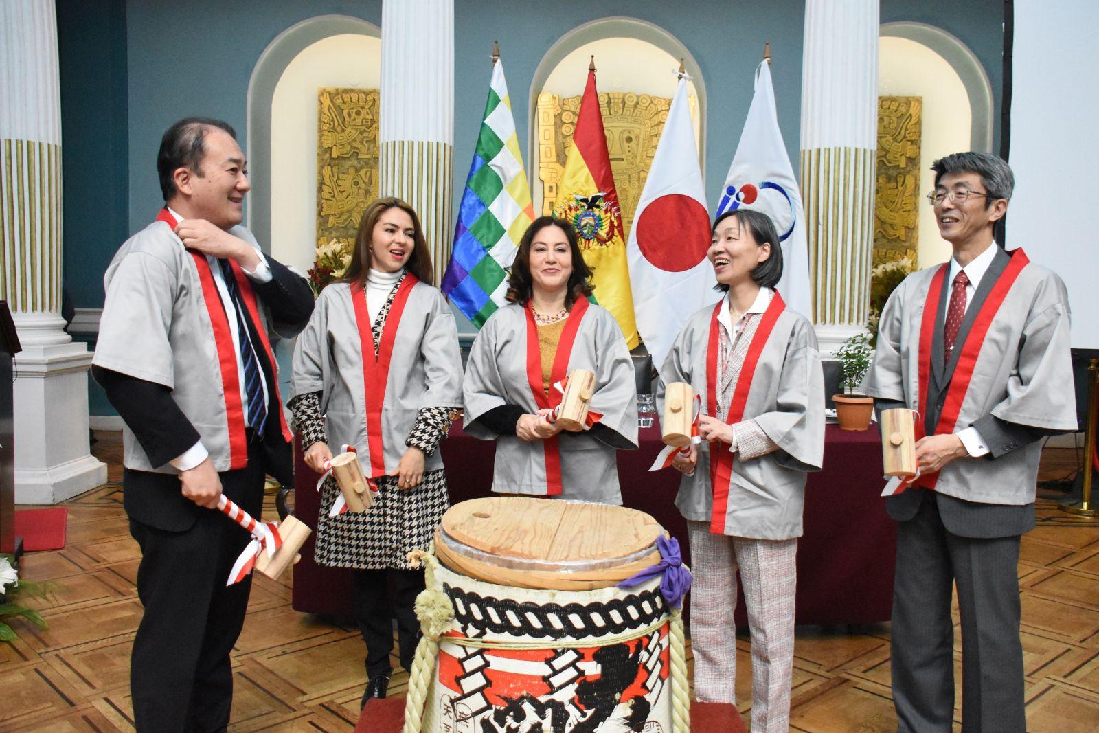 Agencia Japonesa fortalece la prevención de cáncer de colon y de recto en Bolivia
