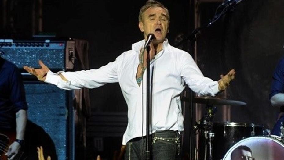 (Video) Un fan agrede a Morrissey en pleno concierto