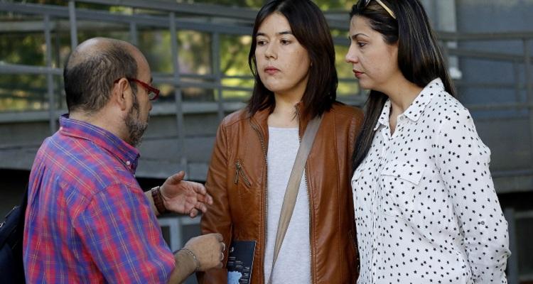 Pareja de mujeres no puede inscribir a mellizos con el apellido de ambas: Anuncian acciones legales