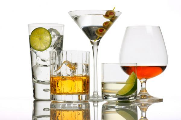 ¿Se puede ingerir alcohol mientras tomo antibióticos?