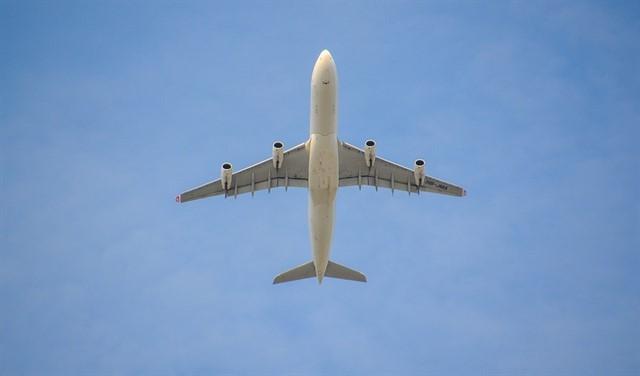 (Video) Un avión de pasajeros queda «suspendido en el aire» antes de aterrizar
