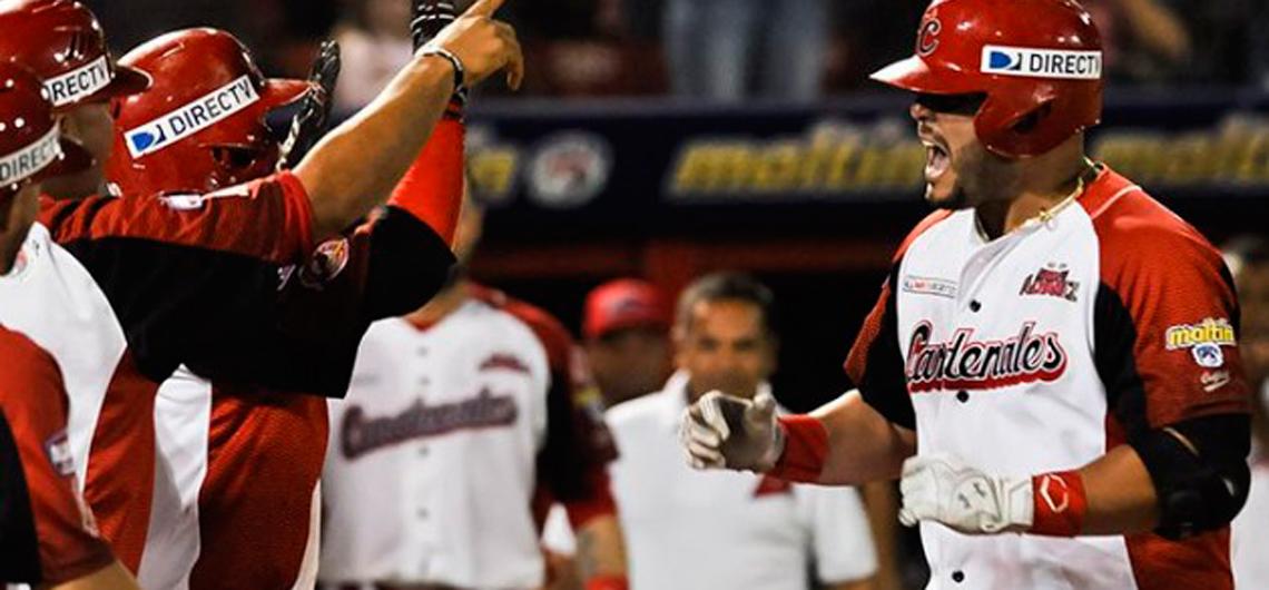 Cardenales vapuleó a Leones y empató la cima del béisbol venezolano