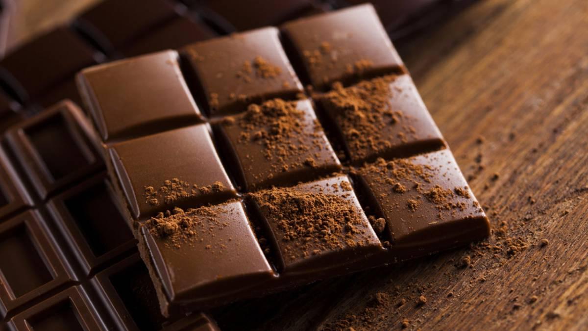 Policía se come un chocolate obtenido en una redada y termina en el hospital