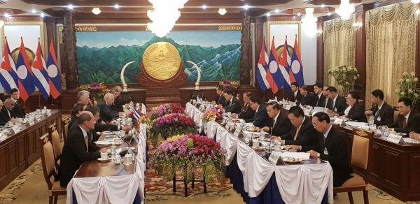 Presidente de Cuba firma acuerdos de cooperación con Laos
