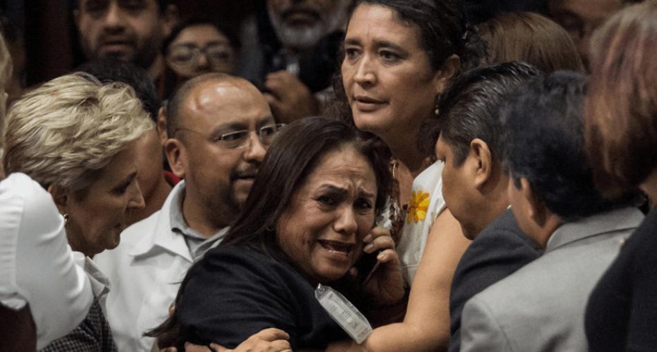 (Video) Diputada mexicana se entera del asesinato de su hija en plena sesión