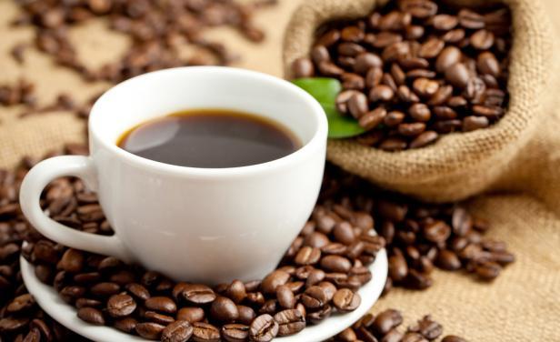 Lanzan aplicación que te dice cuánto café y cuándo debes tomarlo para estar despierto