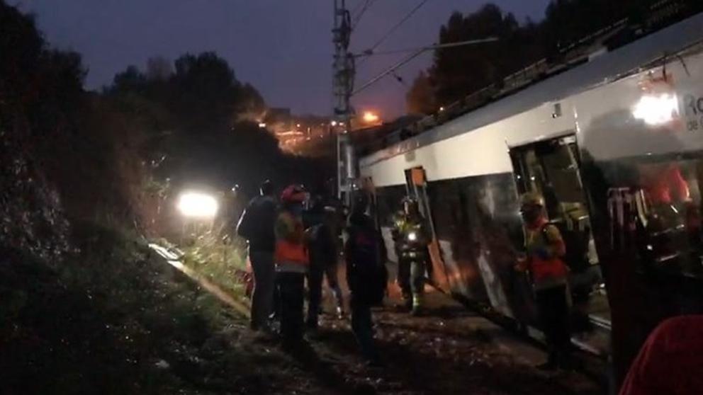 Al menos un muerto y seis heridos al descarrilar un tren en España
