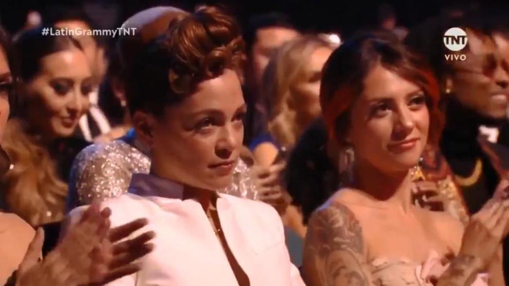 La cara de rabia de Natalia Lafourcade cuando Maluma recibe un Grammy Latin