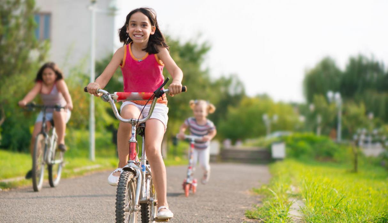 Niños que juegan al aire libre desarrollan menos problemas visuales