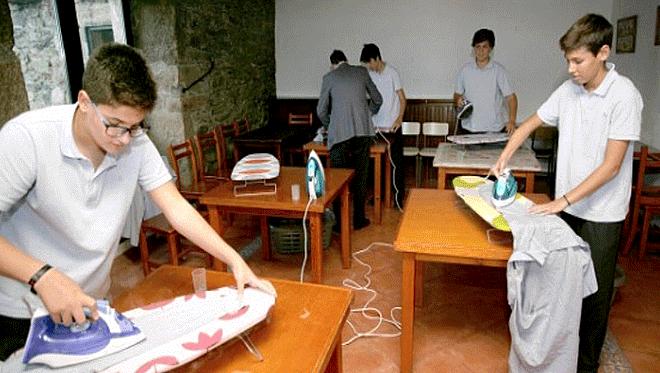 Colegio fomenta la igualdad de género: Enseña a sus alumnos labores domésticas