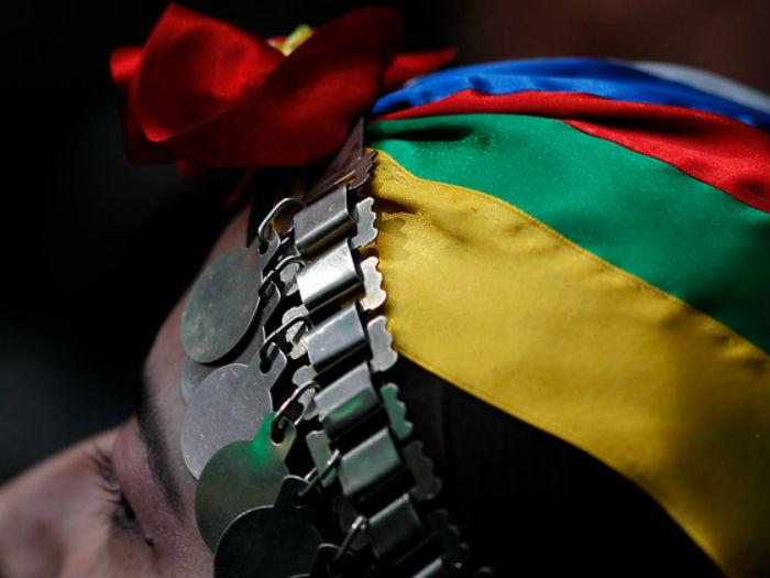 El incomprensible rechazo del Registro Civil a cédula de identidad de joven lafkenche que llevaba vestimenta mapuche